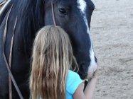 Dziecko z koniem